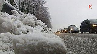 ادامه برف و بوران در شرق فرانسه و ترافیک سنگین در جاده های منتهی به آلپ