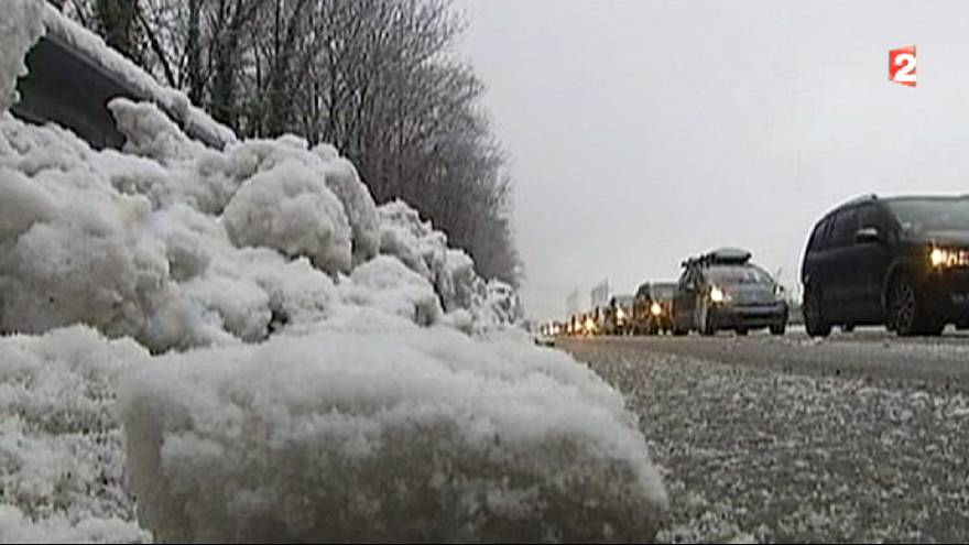 Traffic chaos continues in French Alps, snow chains made compulsory