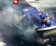 Hundreds still awaiting airlift on stricken Greek ferry