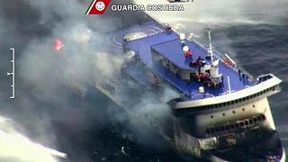 С горящего итальянского парома эвакуировали 190 человек
