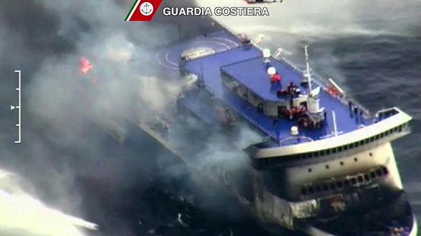 Brennende Adria-Fähre: Extreme Wetterbedingungen erschweren Rettungsarbeiten