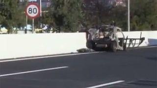 Έκρηξη εν κινήσει αυτοκινήτου στην Αττική Οδό, με έναν νεκρό