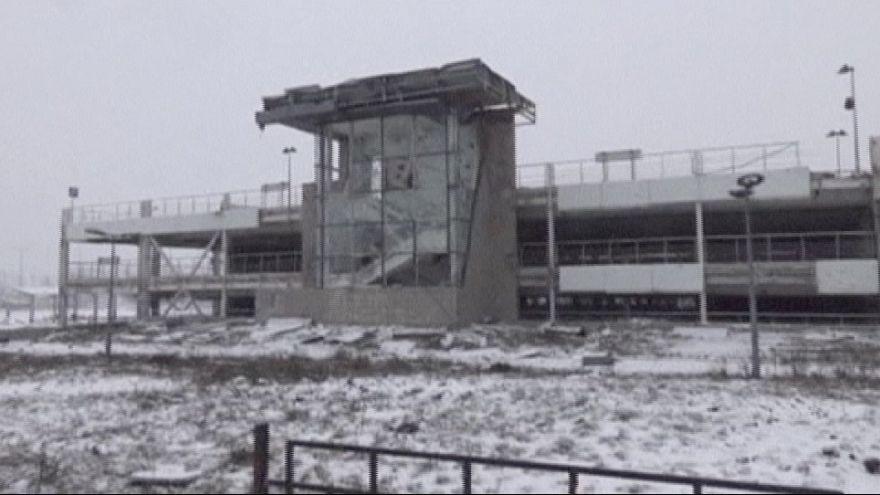 Украинская армия доставляет продовольствие защитникам  аэропорта Донецка
