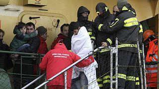 """Восемь человек погибли при пожаре на пароме  """"Норман Атлантик"""""""