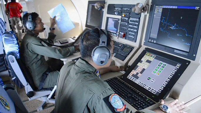 Endonezya açıklarında kayıp uçağı arama çalışmaları sürüyor