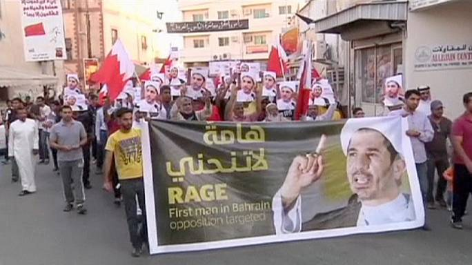 Könnygázzal oszlattak Bahreinben