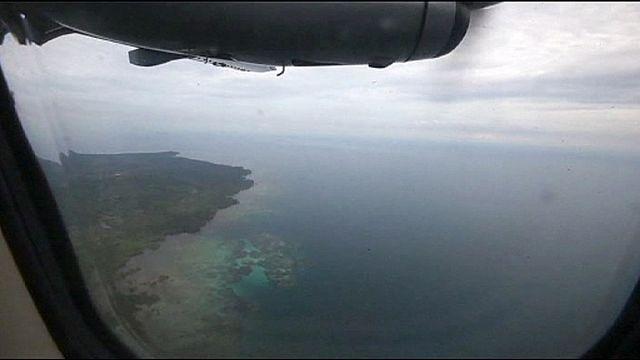تواصل جهود البحث عن الطائرة المفقودة، وإندونيسيا تطلب مساعدة الولايات المتحدة