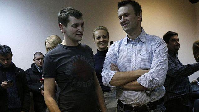 El opositor ruso Alexéi Navalni, condenado, no irá a prisión pero sí lo hará su hermano