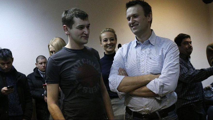 Россия: суд приговорил Алексея Навального к условному наказанию, его брата к реальному