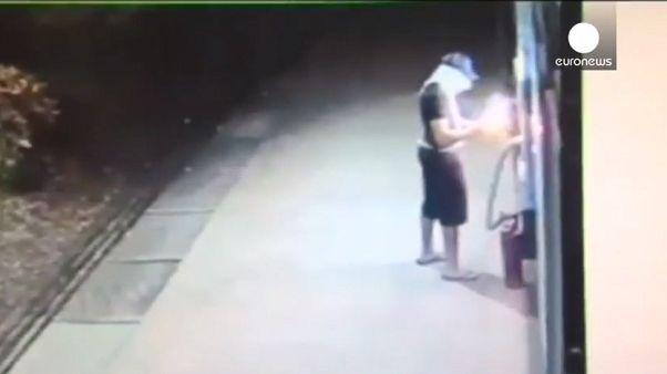 [Vídeo] Intenta asaltar un cajero automático y le explota en la cara
