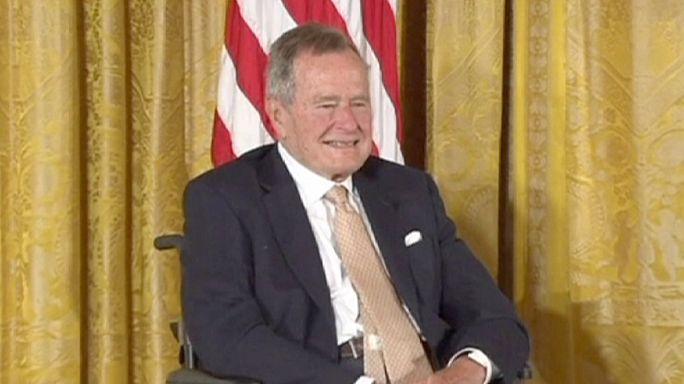 جورج بوش الأب يغادر المستشفى
