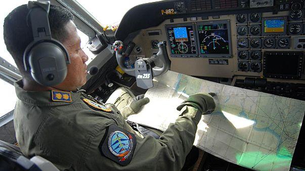 تواصل عمليات البحث للعثور على جثث ركاب وحطام طائرة طيران آسيا