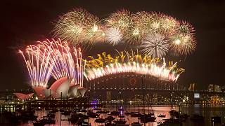 2015 welcomed with spectacular fireworks displays in Australia and New Zealand