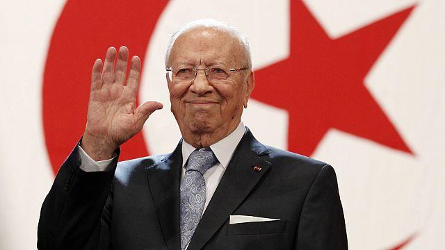 Tunuslular cumhurbaşkanlığına 88'lik Es Sibsi'yi seçti