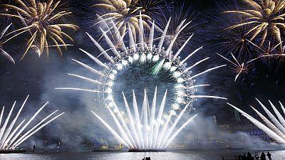 Arriva il 2015: festeggiamenti nelle grandi capitali in immagini