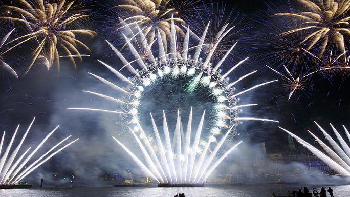 Новогодние огненные шоу в Европе и Азии