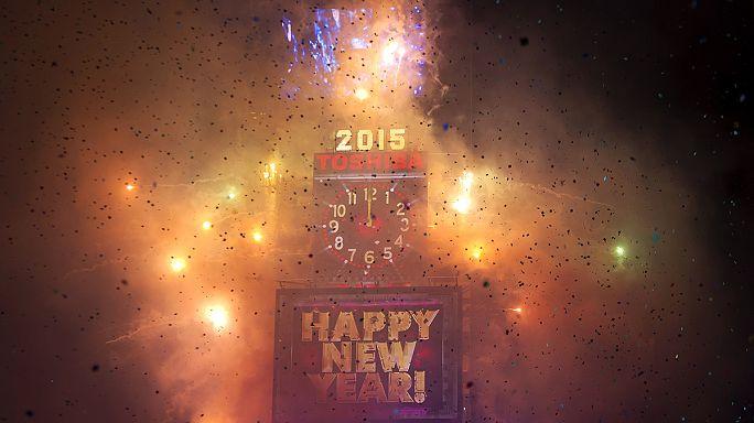 Világszerte milliók ünnepelték az utcán az új év kezdetét