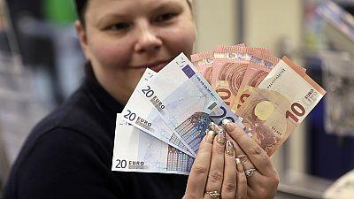 Con la llegada del euro Lituania se aleja un poco más de Rusia