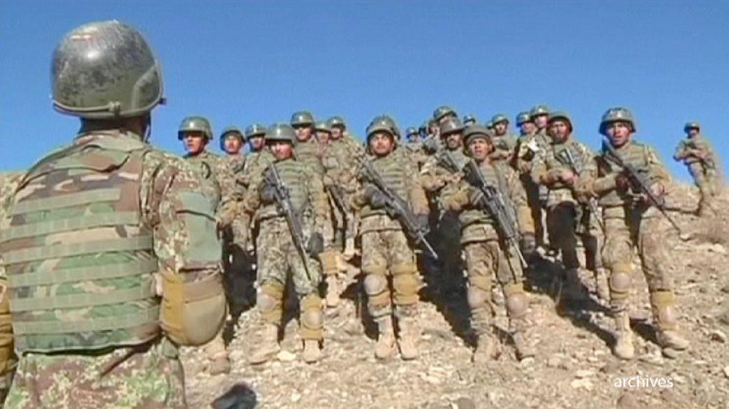 Forças afegãs assumem segurança do país