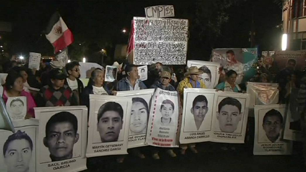 Protestors ensure Mexico's president will not forget those who disappeared in 2015