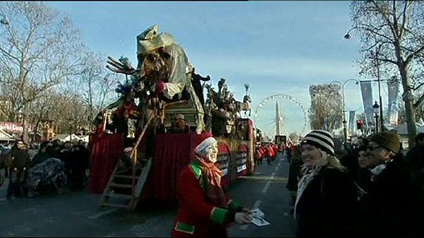 A Champs Elyseén is felvonulással ünnepelték az új évet
