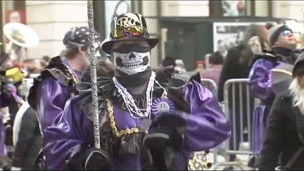 Philadelphiában báboknak öltöznek be az újévi parádén