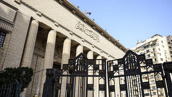Őrizetben maradtak az al-Dzsazíra újságírói Egyiptomban