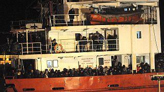 Ιταλία: Διέσωσαν άλλους 450 μετανάστες σε ακυβέρνητο πλοίο