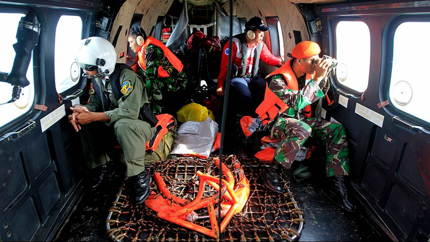 Катастрофа AirAsia: спасатели продолжают поиски погибших