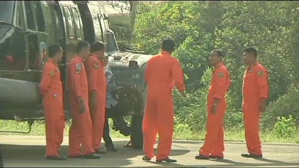 El tiempo da un respiro para hallar los restos del avión de AirAsia