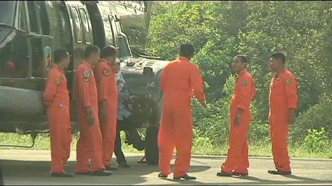 Air Asia: Detetado mais um grande objeto alegadamente pertencente ao avião acidentado