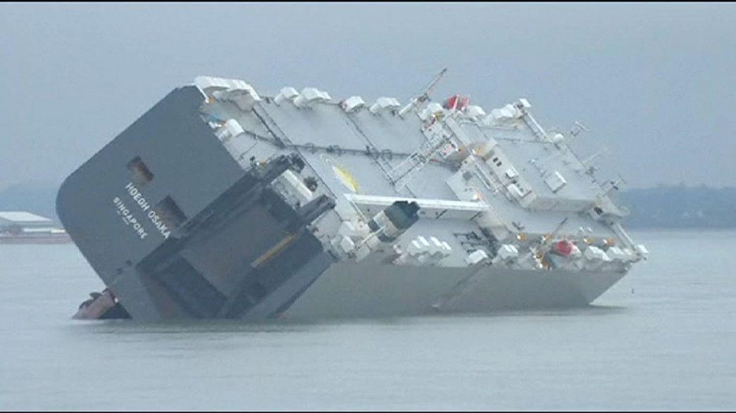 A salvo la tripulación del carguero encallado frente a Southampton