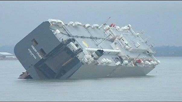 Autotransporter auf Weg nach Bremerhaven auf Sandbank gelaufen