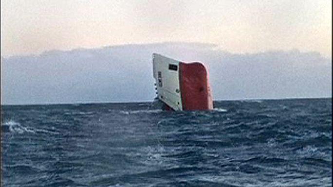Pospuesta la búsqueda de los 8 tripulantes del carguero hundido en Escocia