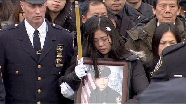 Eltemették a bosszúból megölt New Yok-i rendőrt