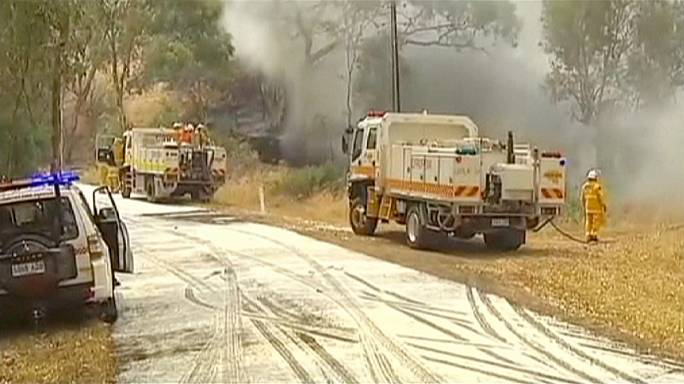 Kánikula és erős szél nehezíti a tűzoltást Ausztráliában