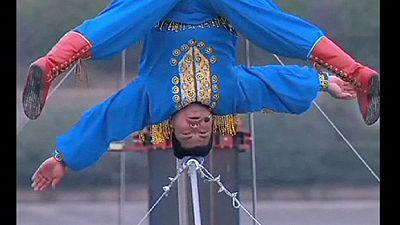 Un funambulista chino pasa 3 días sobre una cuerda a 50 metros de altura