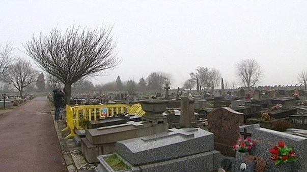 Во Франции со скандалом похоронили цыганскую девочку
