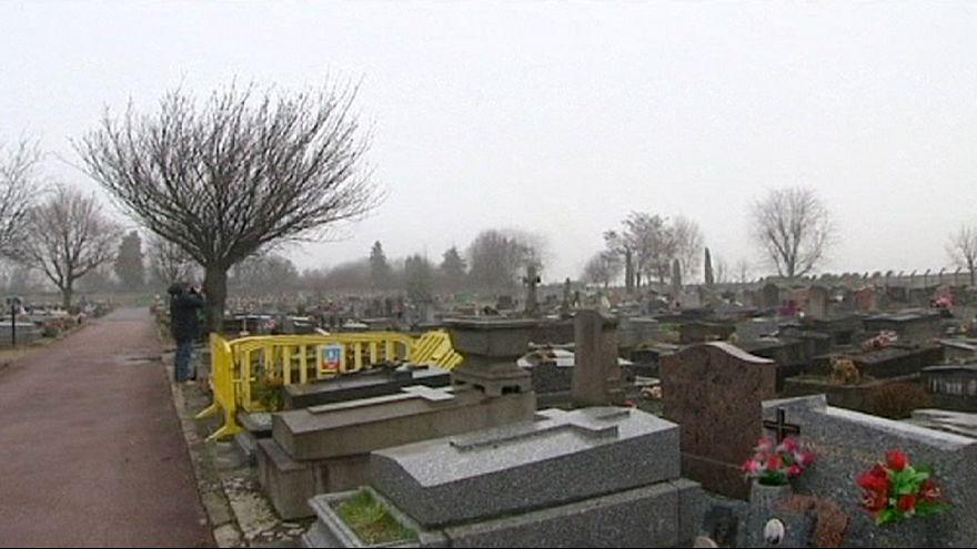 """Francia, sepolta in un cimitero vicino la bambina rom """"indesiderata"""" a Champlan"""