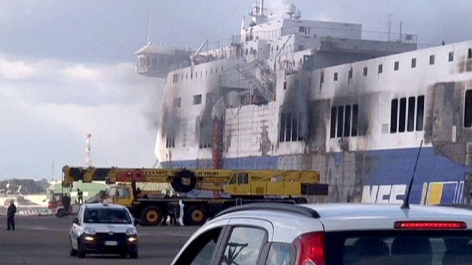 """В Италии продолжается поиск тел погибших на борту горящего парома """"Норман Атлантик"""""""