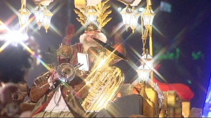أطفال اسبانيا يستمتعون بمهرجان الملوك الثلاثة