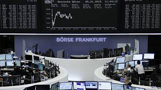 European shares struggle to hold ground as market fears grow