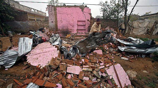 Combates em Caxemira fizeram mais de 10 mil deslocados