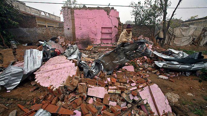 فرار الالاف جراء تصاعد الاشتباكات بين باكستان والهند