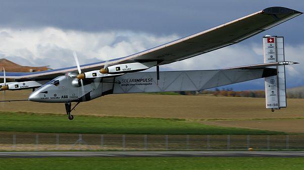 طائرة شمسية تطير إلى ابو ظبي استعدادا لجولة حول العالم