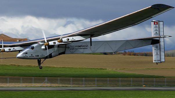 Solar Impulse zum Startplatz nach Abu Dhabi geflogen