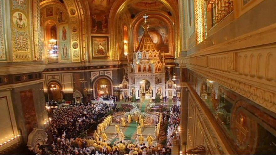 Orthodoxe Christen in Russland feiern Weihnachten