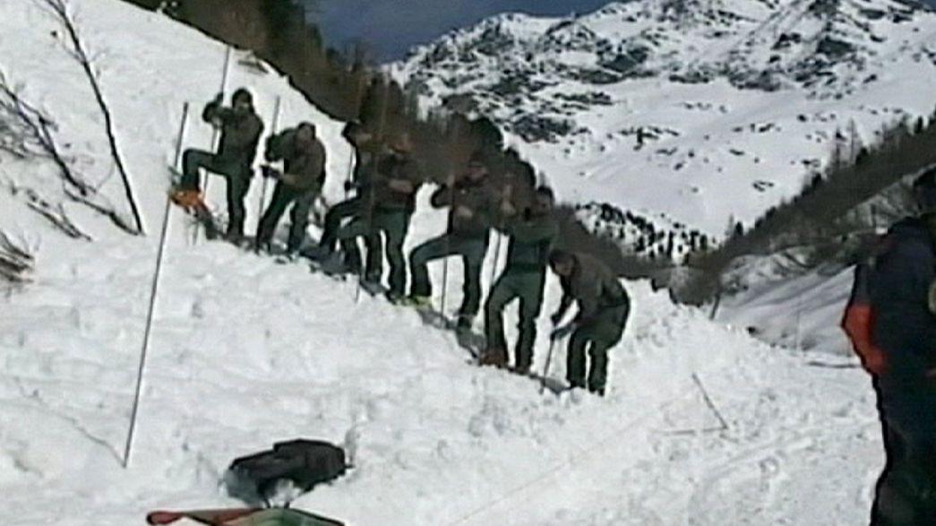 Un muerto y tres heridos en avalanchas en los Alpes Italianos