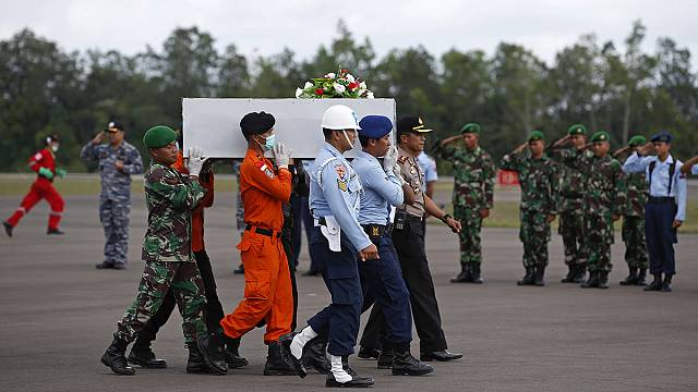 Airbus tail fin found as weather eases in AirAsia salvage
