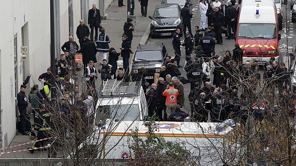 """ادانة دولية واسعة للهجوم """"الارهابي"""" غير المسبوق على صحيفة فرنسية ساخرة"""